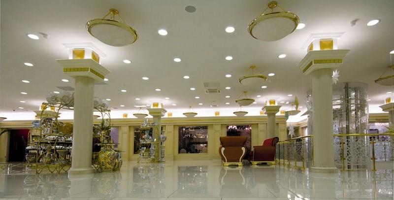 Đèn led âm trần thạch cao siêu mỏng ở trung tâm thương mại